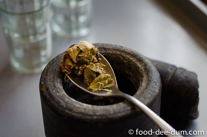 Food-Dee-Dum-Masala-Chai-Recipe-3