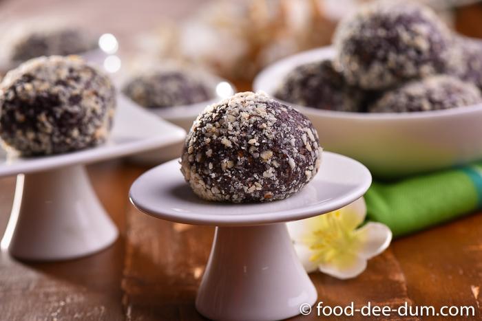 Food-Dee-Dum-Chocolate-Almond-Balls-Recipe-8